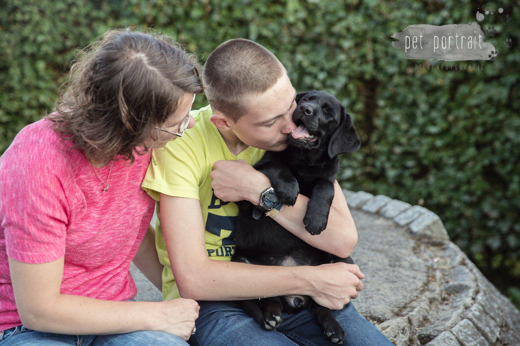 hondenfotograaf-den-haag-labrador-pup-in-het-park-11