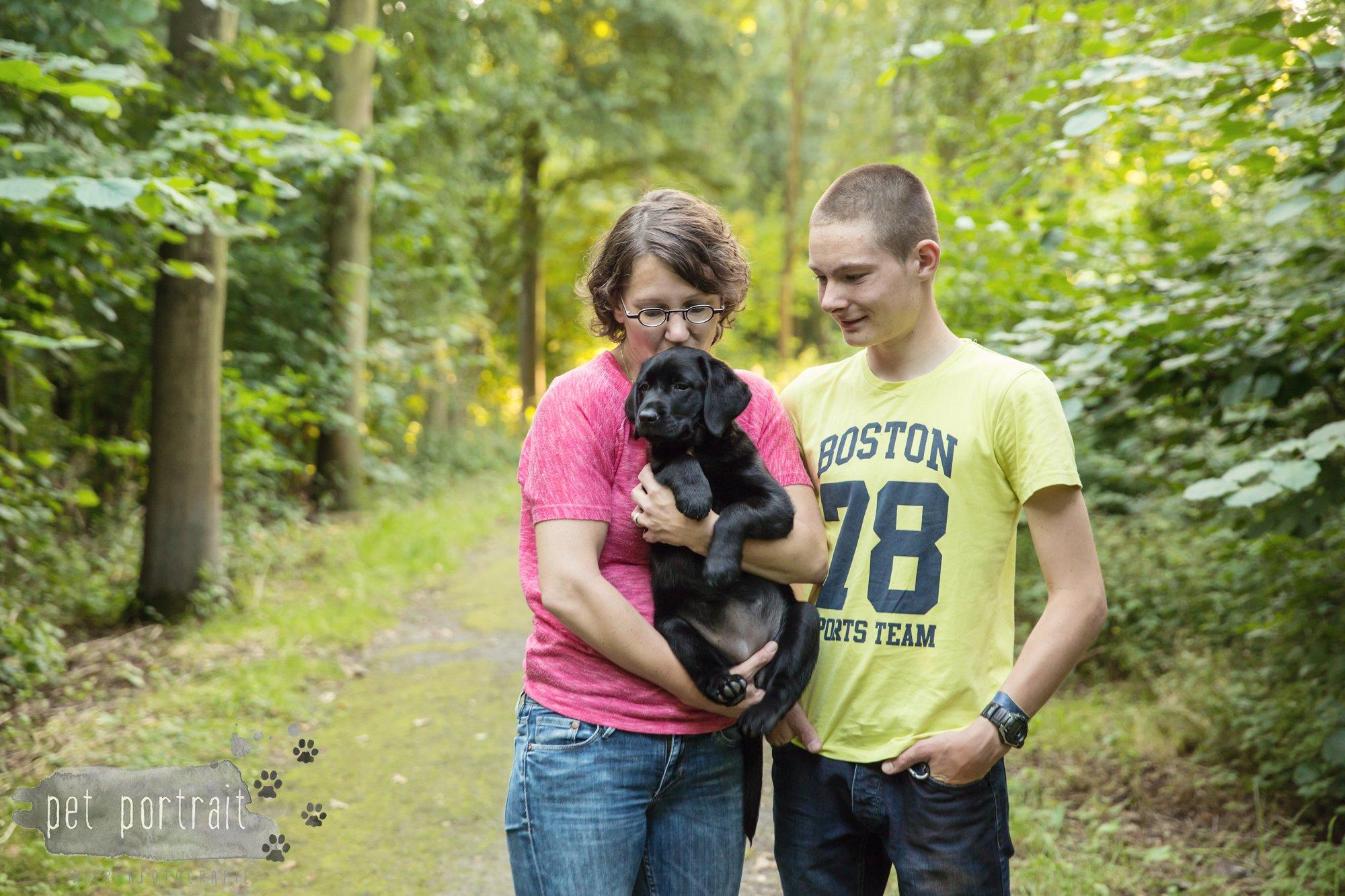 hondenfotograaf-den-haag-labrador-pup-in-het-park-14