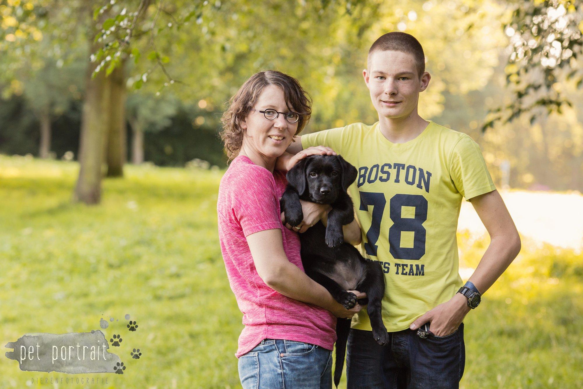 hondenfotograaf-den-haag-labrador-pup-in-het-park-8