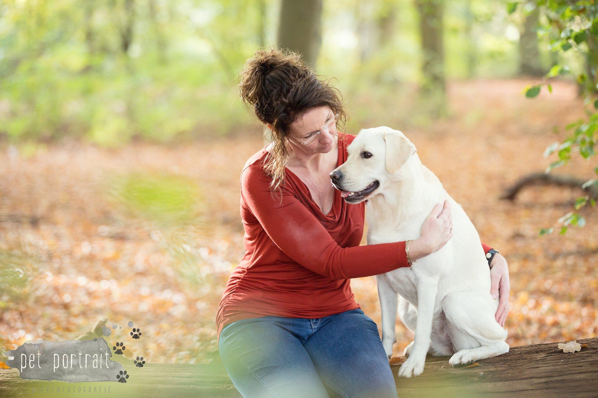 hondenfotograaf-s-graveland-beloved-dier-en-baasje-fotoshoot-labrador-juul-1