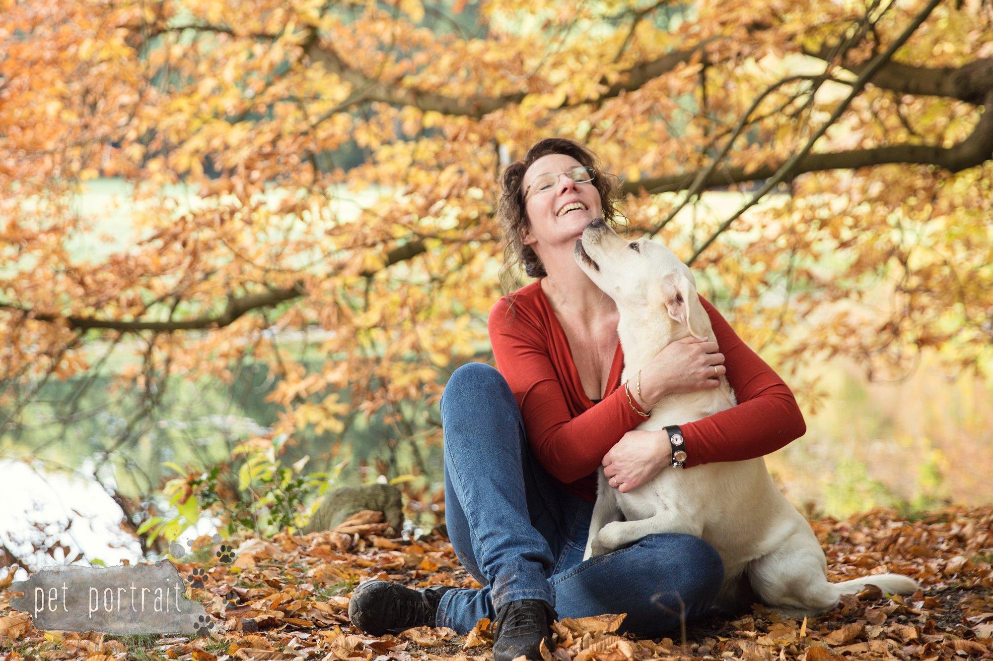 hondenfotograaf-s-graveland-beloved-dier-en-baasje-fotoshoot-labrador-juul-10