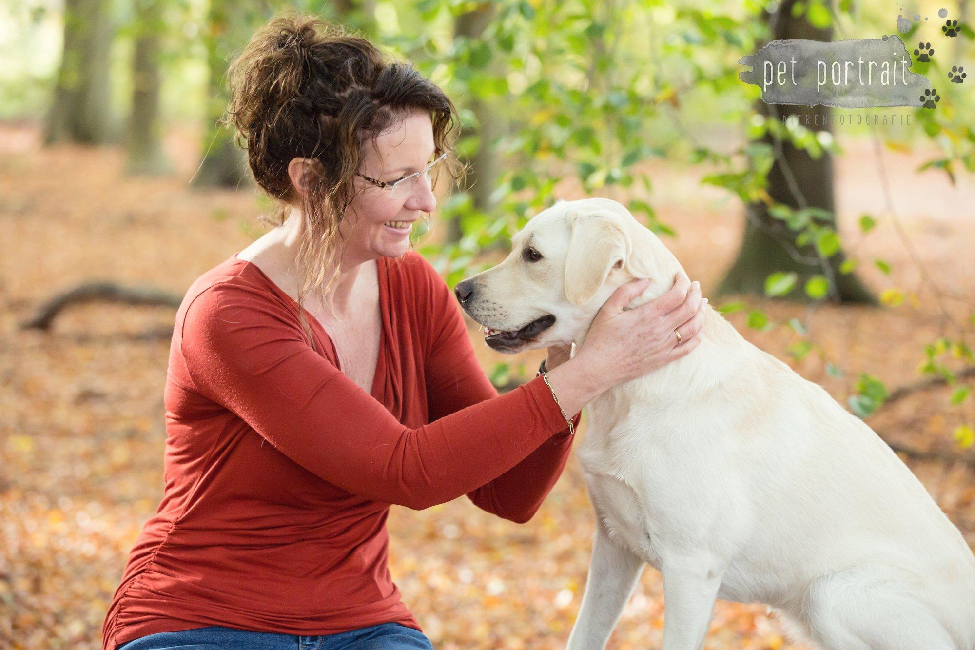 hondenfotograaf-s-graveland-beloved-dier-en-baasje-fotoshoot-labrador-juul-4